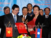 Firman Vietnam y Laos acuerdo de comercio bilateral
