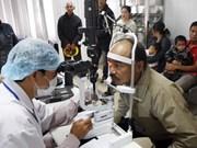 Operación ocular gratuita en Vietnam