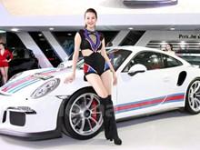 Debutan en Vietnam numerosos tipos de autos lujosos importados