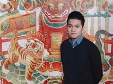 Joven artista vietnamita con sed de revivir pinturas populares