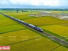 Viajar a lo largo de Vietnam en ruedas de tren
