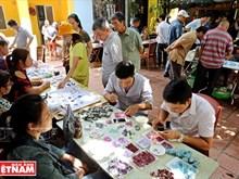 [Foto] Mercado único de piedras preciosas en Hanoi