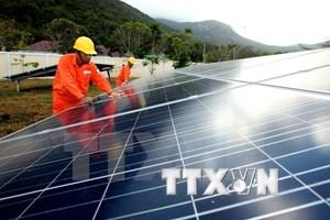Construyen planta de energía solar en provincia vietnamita de Long An
